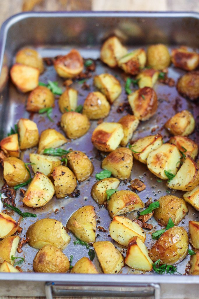 Delicious Garlic Roasted Potatoes